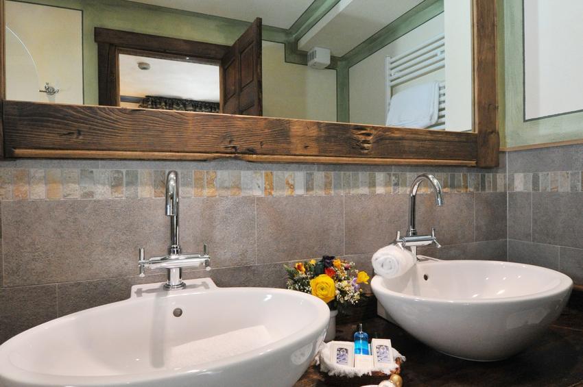 Junior Suite 110 - Bath-Room