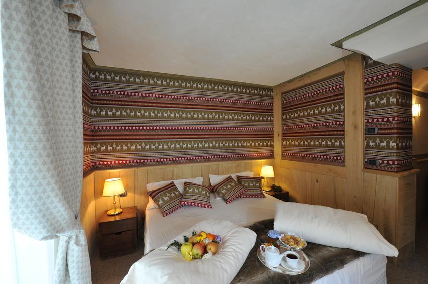 De Luxe Room 222