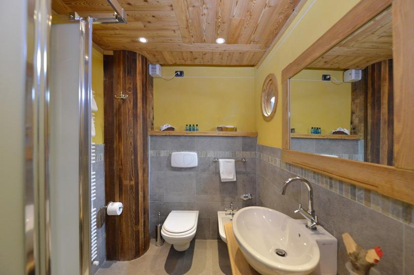Superior Room 219 - Bath-Room