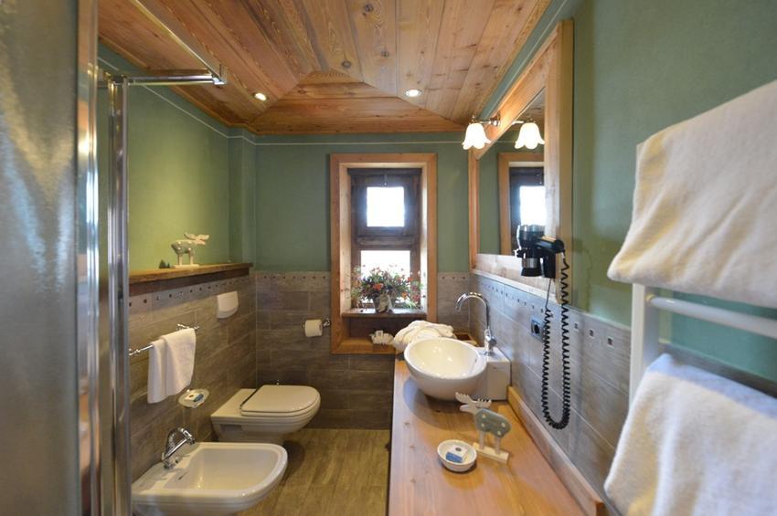 Superior Room 325 - Bath-Room