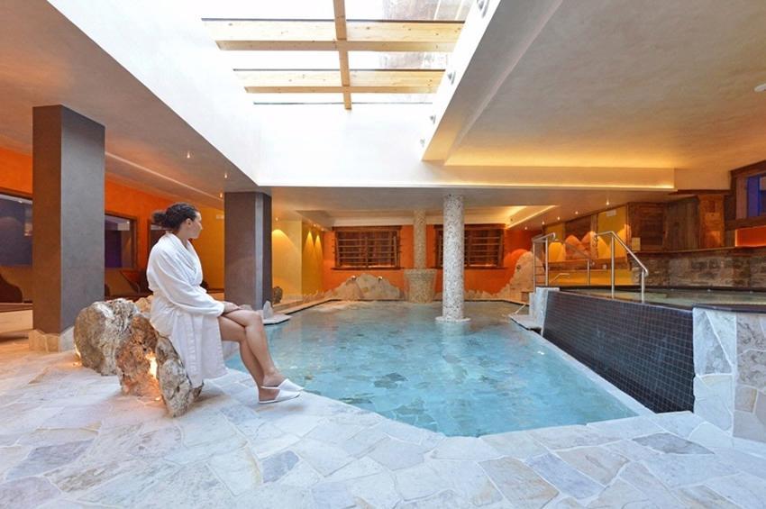 Schwimmbad und Whirlpool