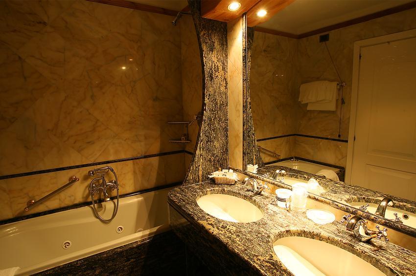 De Luxe Room 101 - Bath-Room