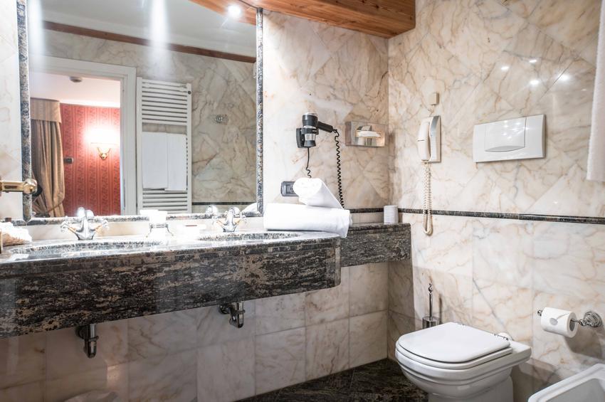 De Luxe Room 213 - Bath-Room