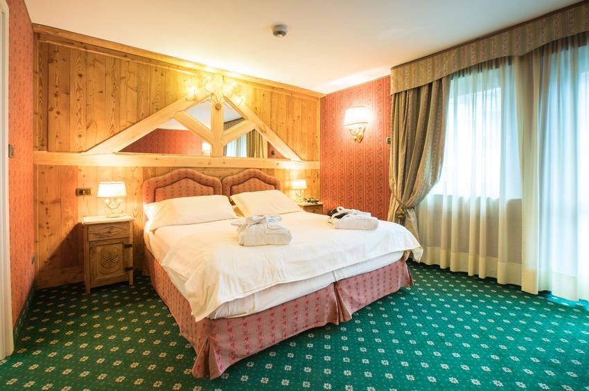 De Luxe Room 213