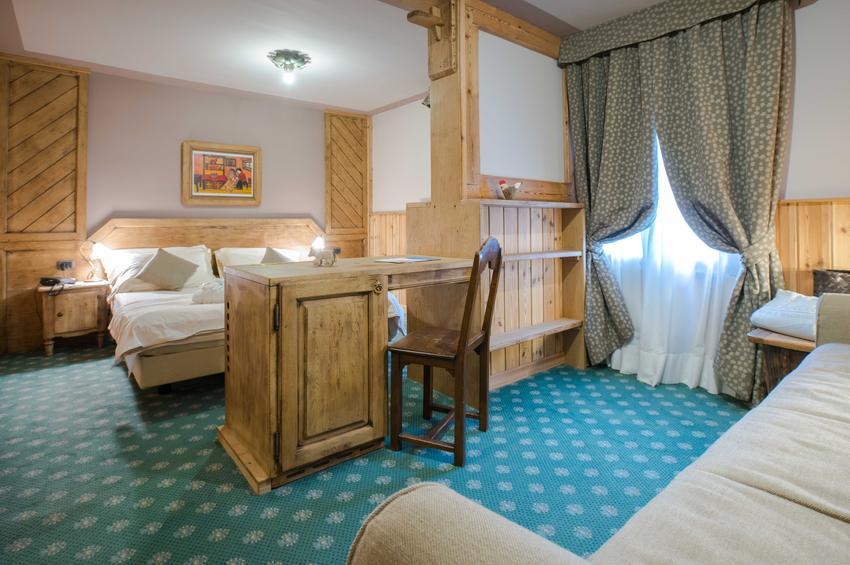 De Luxe Room 323
